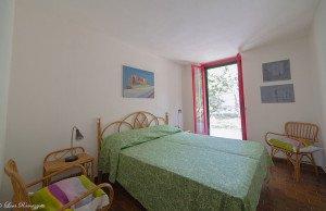Double bedroom with green blanket