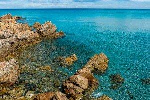 Il tratto di costa che dalla spiaggia di Sas Linnas Siccas arriva a Cala Liberotto Centrale.
