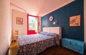 Camera da letto matrimoniale blu