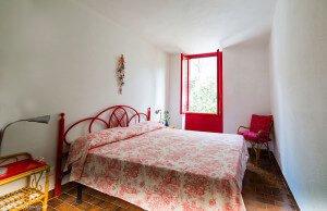 Camera da letto matrimoniale rossa